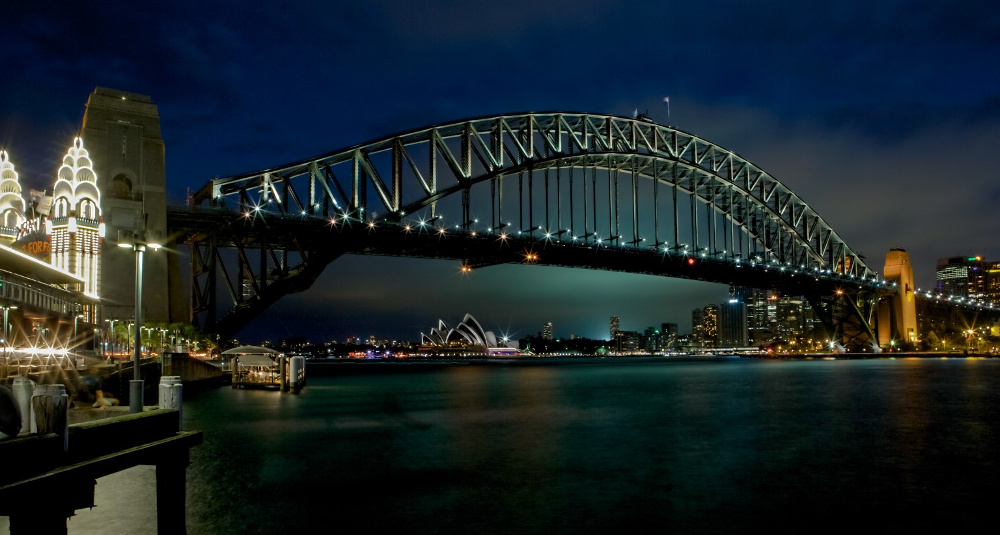 Sydney_Harbour_Bridge_evening_view_from_Luna_Park